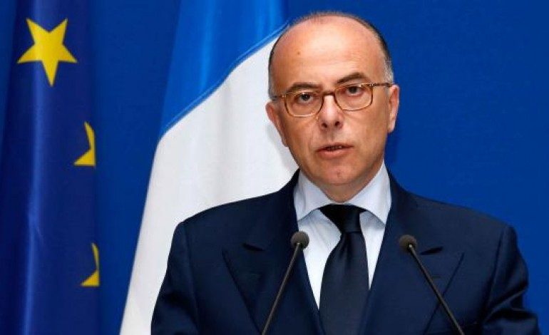 Migrants le ministre de l 39 int rieur bernard cazeneuve s for Le ministre de l interieur