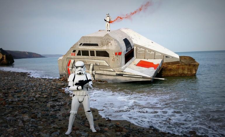 un vaisseau star wars sur la plage d 39 urville nacqueville. Black Bedroom Furniture Sets. Home Design Ideas