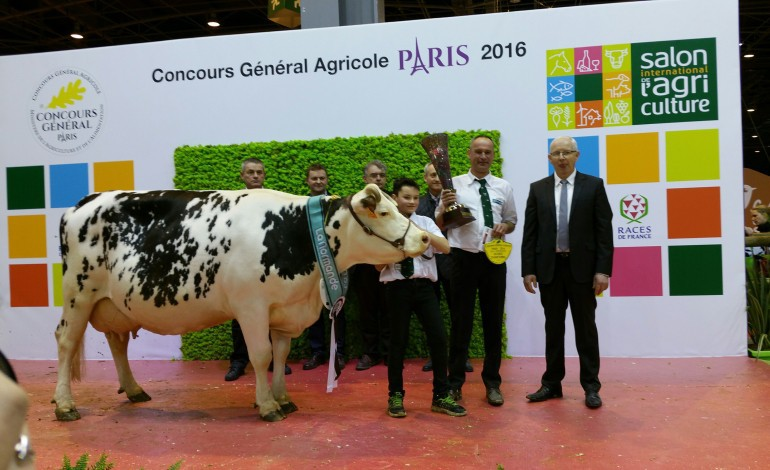 Salon de l 39 agriculture clochette championne de la race for Salon de l agriculture prix