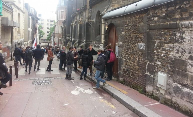 A Rouen, police contre Nuit Debout dans l'église occupée : des gaz utilisés