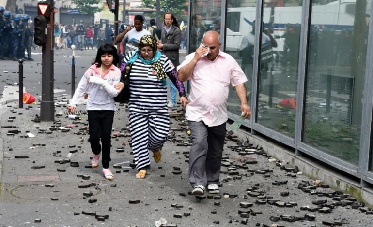 Paris (AFP). Valls à l'hôpital pour enfants Necker dégradé par des casseurs