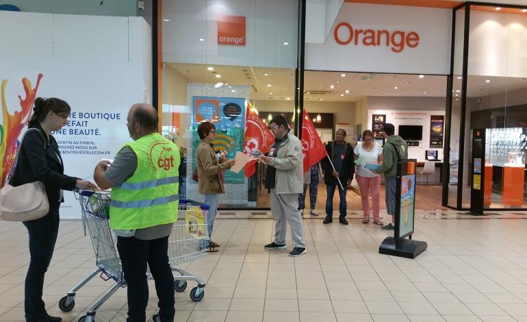 orne mobilisation contre la fermeture de boutiques orange d 39 alen on ar onnay. Black Bedroom Furniture Sets. Home Design Ideas