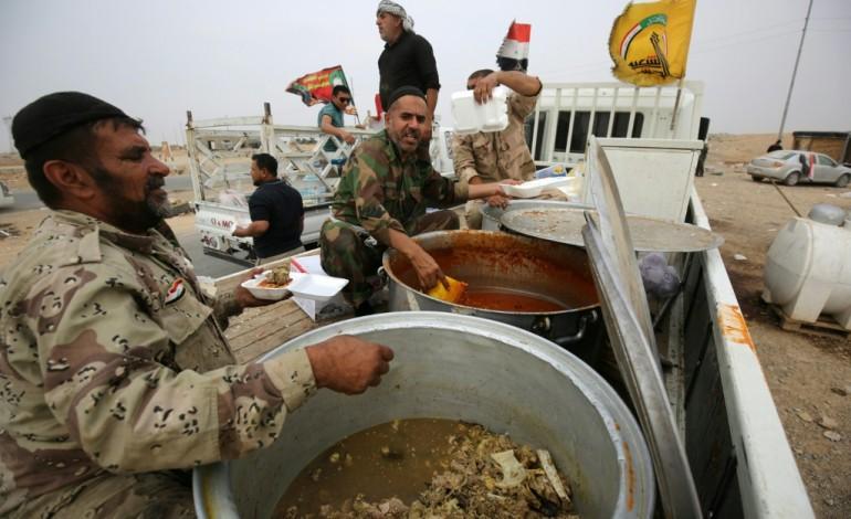Sur le front de Mossoul, on vient de tout l'Irak pour ravitailler les troupes