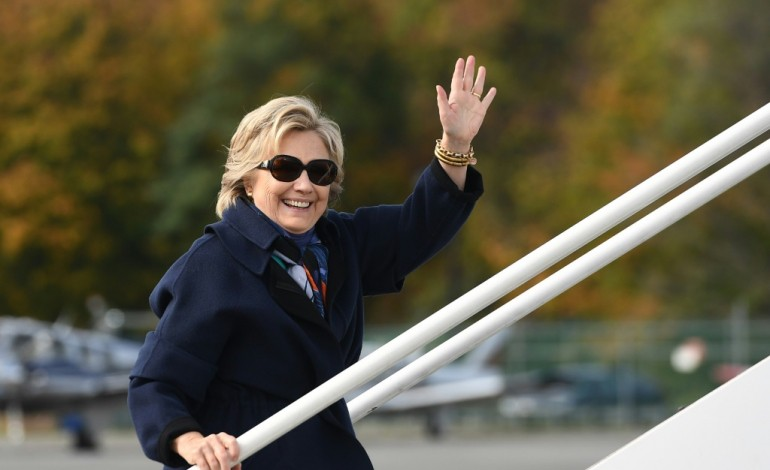 Hillary Clinton sur la défensive après une annonce du FBI