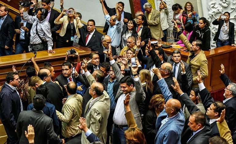 Au Venezuela, un dialogue politique précaire semé d'embûches