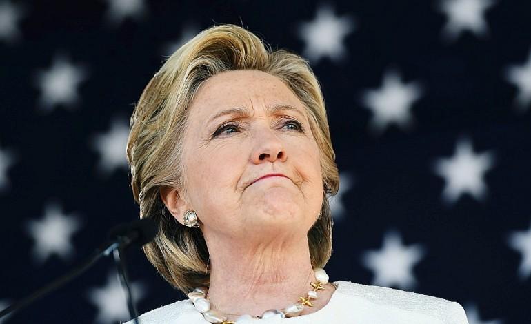 Clinton multiplie ses attaques contre Trump à une semaine de l'élection
