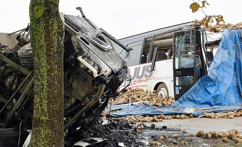 Pas-de-Calais : un mort et trois blessés graves dans la terrible collision entre un bus scolaire et un poids-lourd