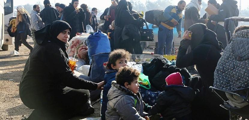 Syrie: des habitants d'Alep attendent toujours d'être évacués