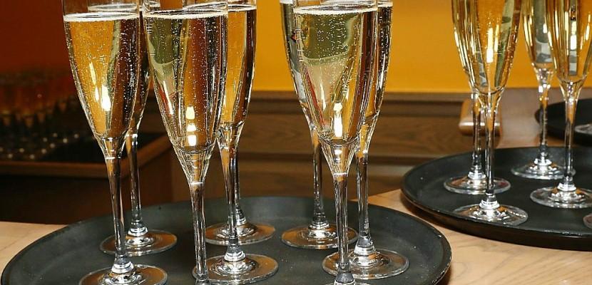 A la conquête de la gastronomie, le champagne s'invite au repas