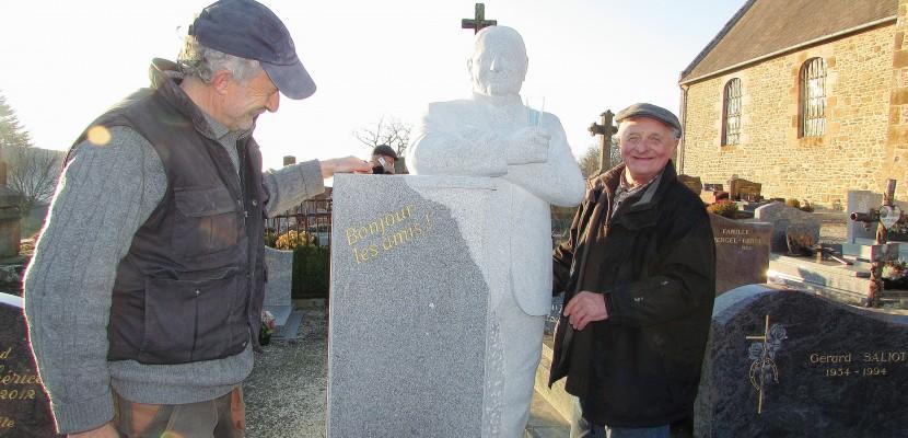 Normandie : bien vivant, Marcel fait ériger une stèle funéraire à son effigie