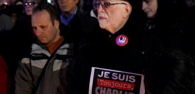 """""""Je suis toujours Charlie"""": les victimes de janvier 2015 honorées à Paris"""