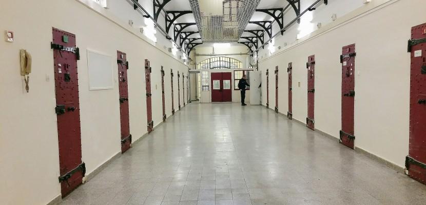 Un d tenu se suicide dans sa cellule la maison d 39 arr t for Odeurs d egouts dans la maison