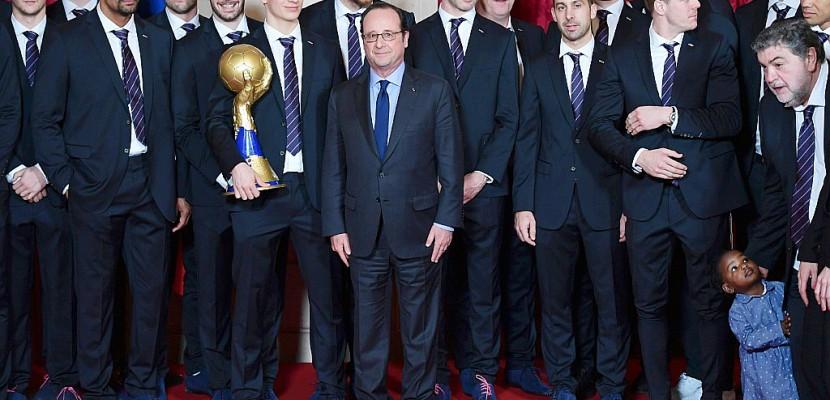 """Hand: Hollande salue """"passion"""" et """"fierté"""" des Bleus à l'Elysée"""