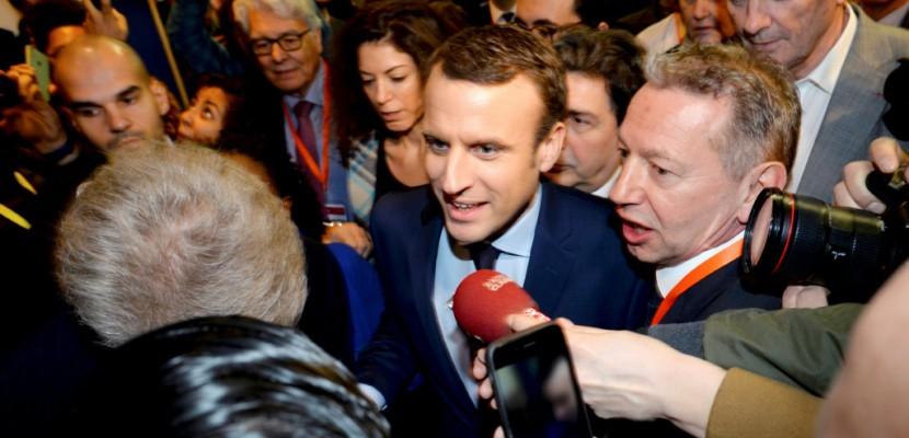 """Présidentielle: Macron à Lyon pour un meeting """"coup de gong"""""""