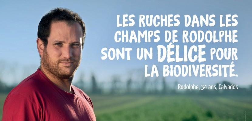 Rodolphe, jeune agriculteur du Calvados, s'affiche dans le métro parisien