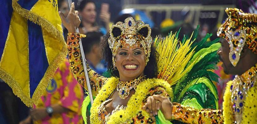 Carnaval de Rio: les écoles de samba ont commencé à défiler