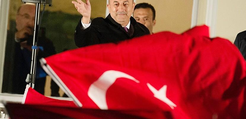 En Allemagne, le chef de la diplomatie turque accuse Berlin d'ingérence