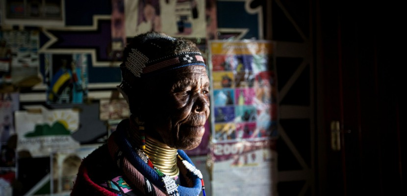 En Afrique du Sud, la célébrité tardive de l'artiste Esther Mahlangu