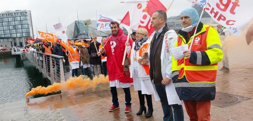 Cherbourg. Cherbourg : les agents de l'hôpital en grève, ils interpellent la population