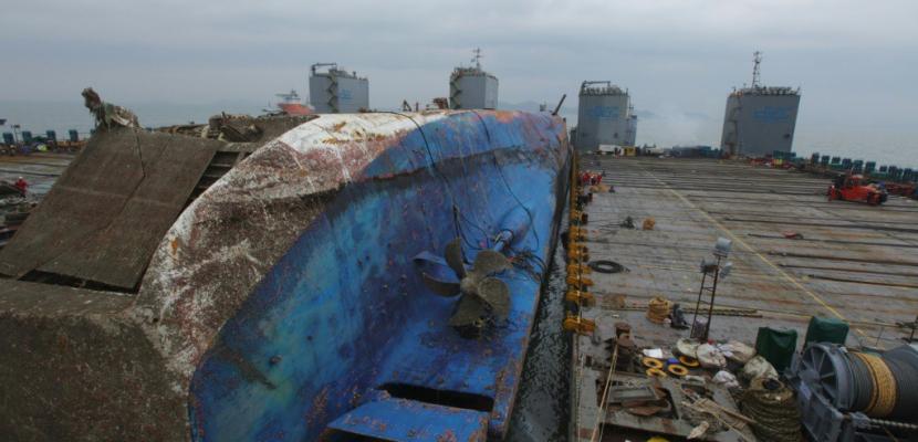 Corée du Sud: étape cruciale réussie pour le transfert du ferry Sewol