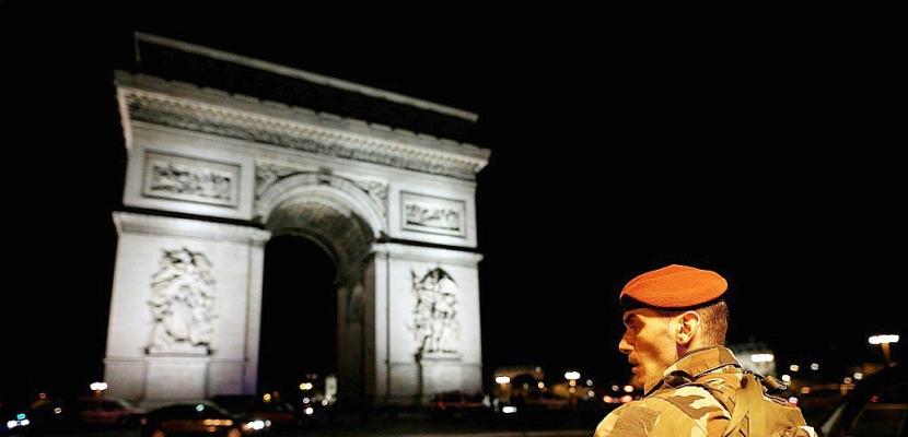 Présidentielle en France: la campagne bouleversée par une attaque à Paris