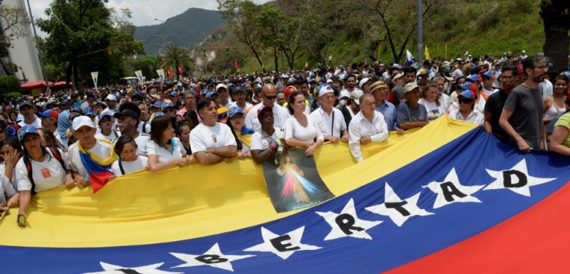 Venezuela: l'opposition défile en silence en hommage aux 20 morts