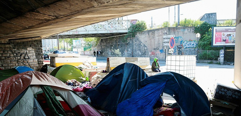 Des campements de migrants vacu s porte de la chapelle paris - Cinema porte de la chapelle ...