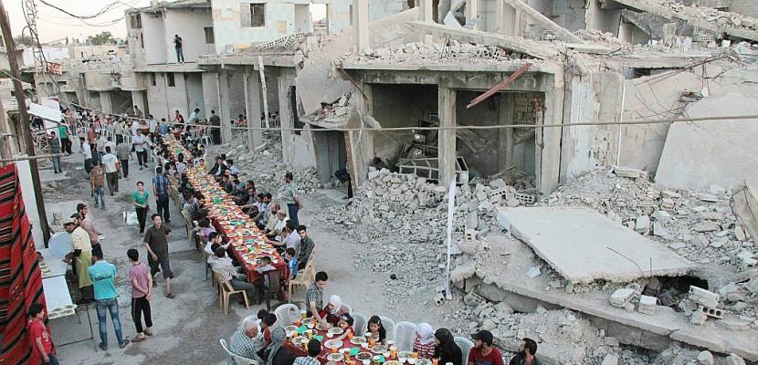 Image result for En Syrie, rupture du jeûne au milieu des ruines