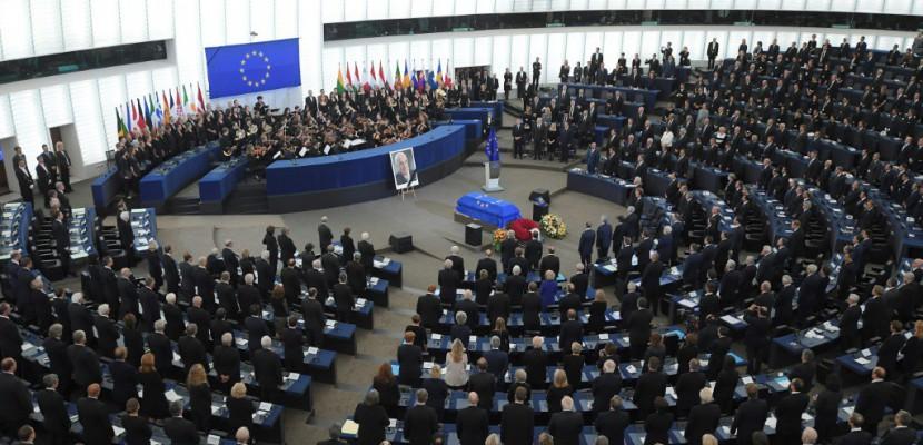 Hommage européen pour Helmut Kohl, citoyen d'honneur de l'Europe