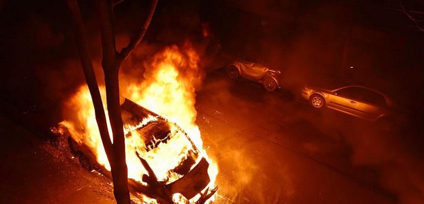 Festivités du 14 juillet: 897 voitures brûlées, en très légère hausse