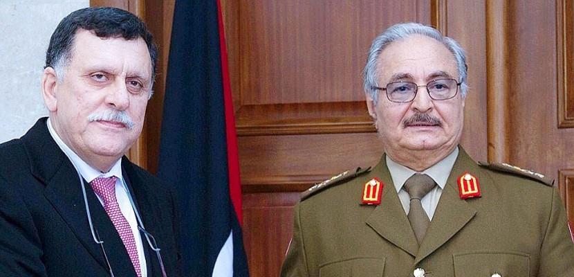 Un politique et un maréchal, principaux protagonistes de la crise en Libye
