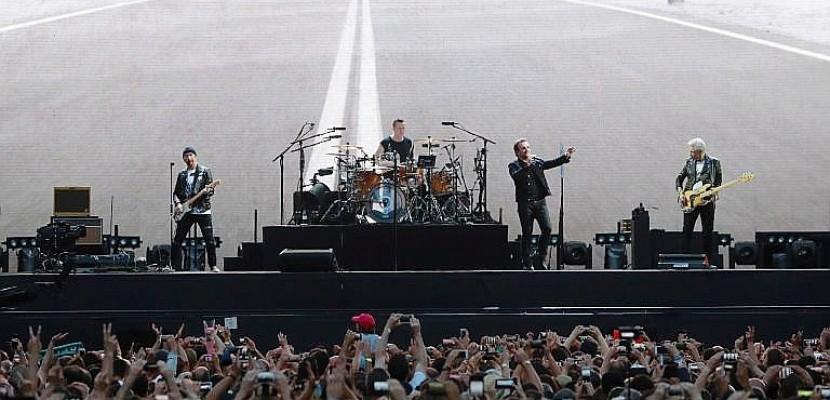Au Stade de France, U2 embarque le public dans son road-trip américain