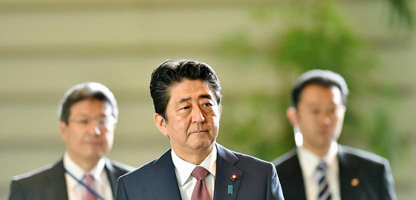 Japon: Shinzo Abe chamboule son gouvernement pour se relégitimer