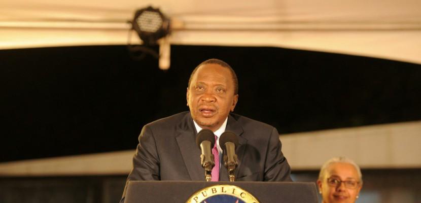 Emeutes et liesse au Kenya après la réélection du président Kenyatta