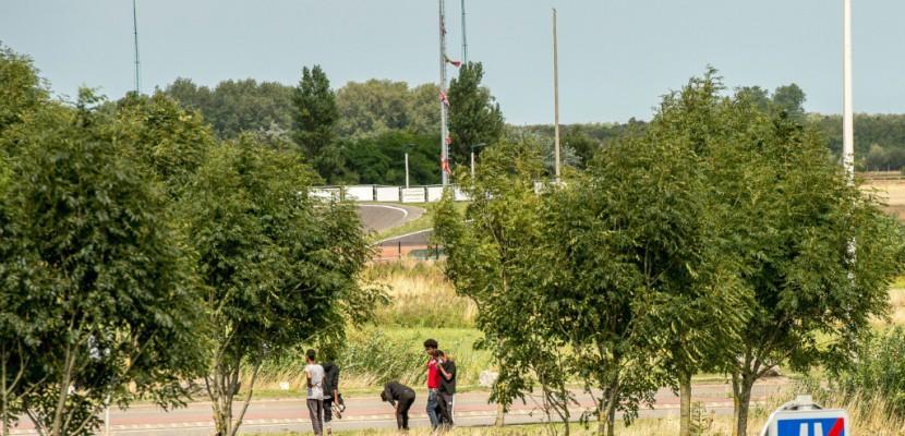 Calais: nouvelles rixes entre migrants, une vingtaine de blessés légers