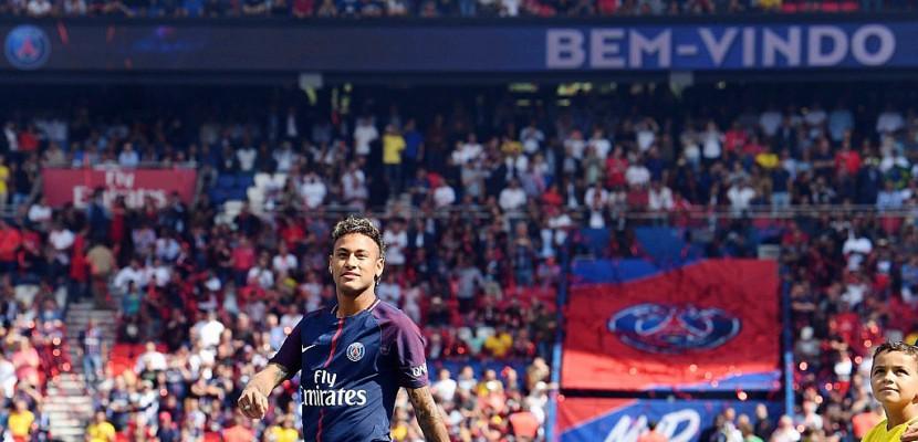 Transferts: 697 M EUR dépensés par les clubs français lors d'un été exceptionnel
