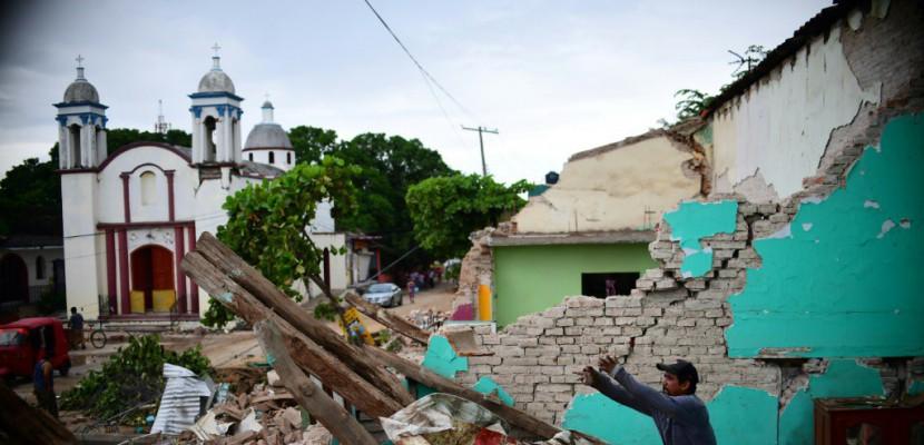 Séisme/Mexique: le pays enterre ses morts, l'aide s'organise