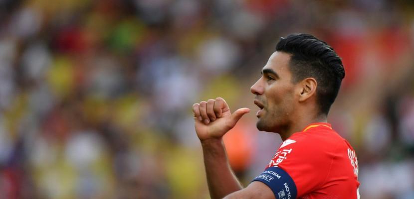 Ligue 1: Falcao met la pression sur Paris, Lille dégringole