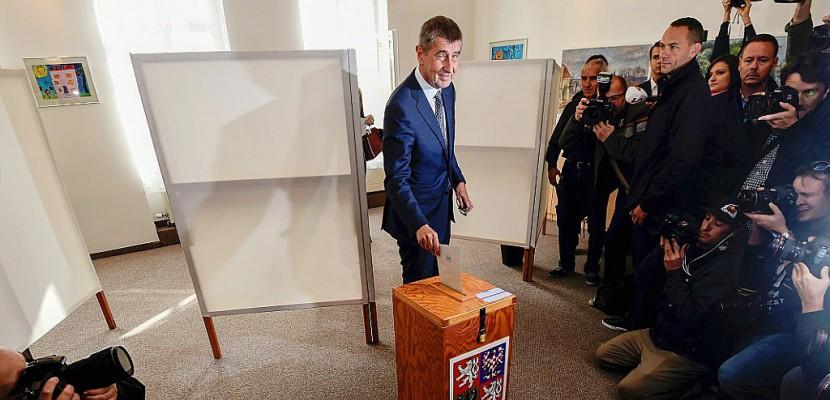 """Les Tchèques aux urnes, le """"Trump"""" local prédit """"une nouvelle étape"""""""