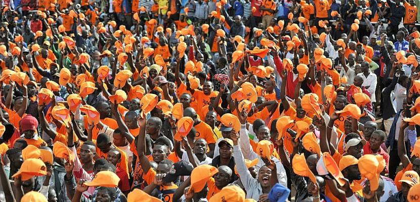 kenya ouverture des bureaux de vote pour la pr sidentielle boycott e par l 39 opposition. Black Bedroom Furniture Sets. Home Design Ideas