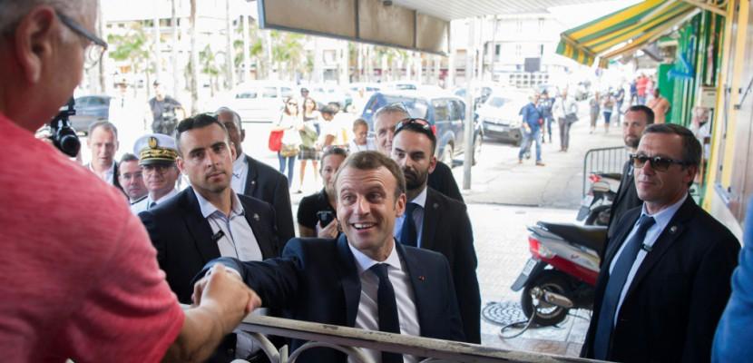 En Guyane, Macron appelle à ouvrir