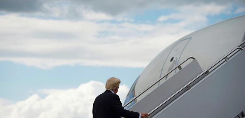 Donald Trump se rend en Asie après une escale à Hawaï