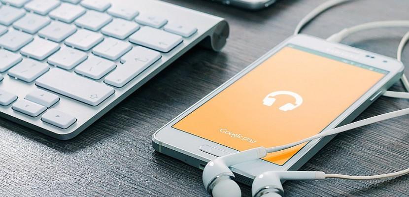 Manche : privés d'internet et de téléphone, les habitants bloquent des opérateurs d'Orange