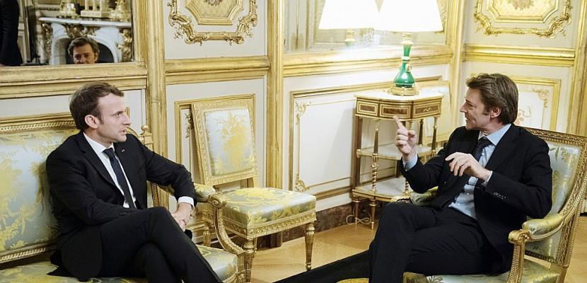 Macron présente ses projets devant les maires réunis en congrès