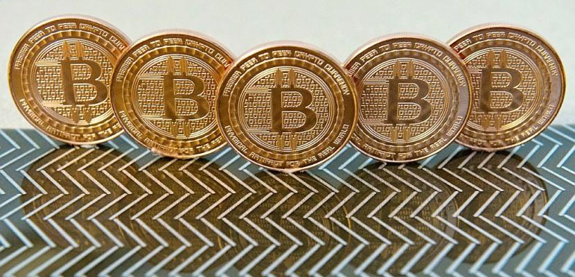 Le bitcoin franchit pour la première fois le seuil de 10.000 dollars