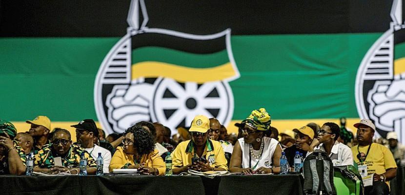 Afrique du Sud: le vote-marathon de l'ANC pour le successeur de Zuma continue