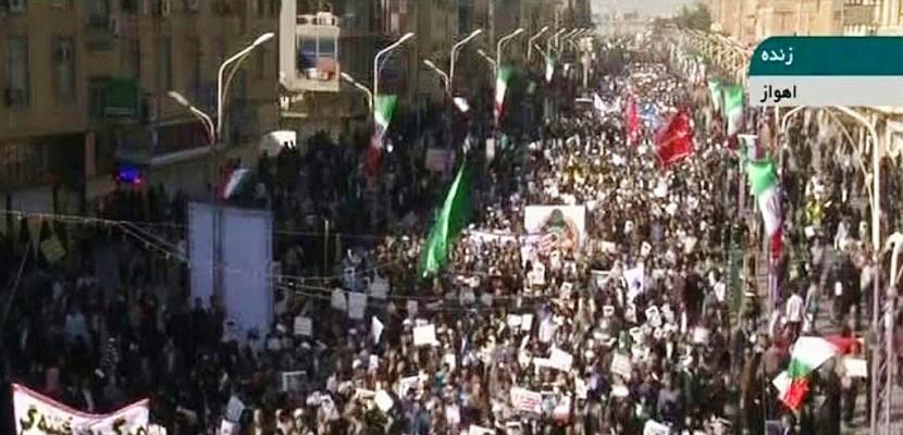 Les Iraniens se rassemblent en masse pour soutenir le régime