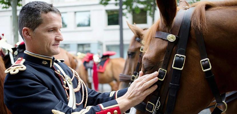 Macron va offrir au président chinois un cheval de la Garde républicaine