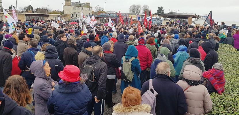 Ouistreham. Près de 700 personnes à Ouistreham pour soutenir les migrants