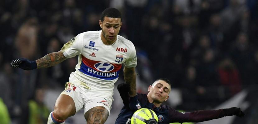 Ligue 1: Réduit à dix et sans Neymar, le PSG battu 2-1 à Lyon